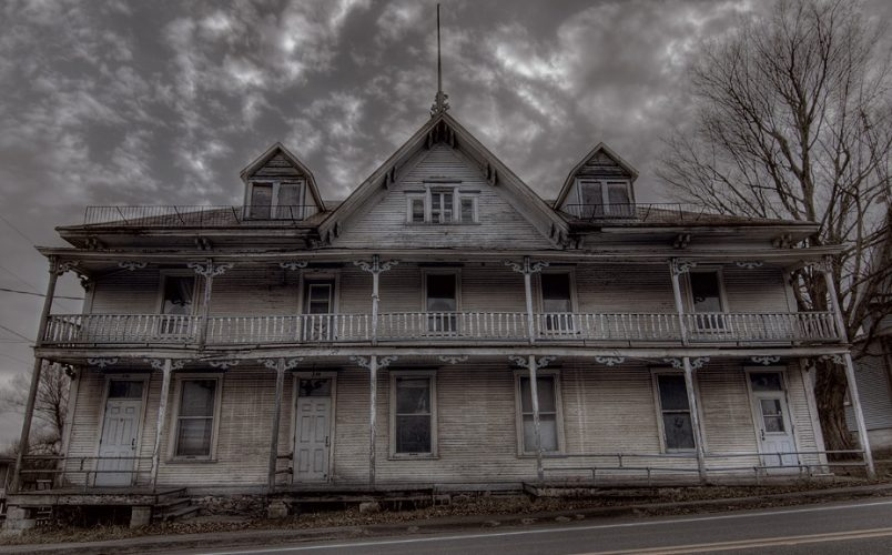 Favorite Haunted House Books [31 Days of Halloween: October 25]
