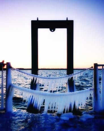 鎖に氷アート?(2015年)