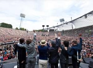 """The Breakers betegner deres turné som Bon Jovi-opvarmningsband som """"en dyr, men sjov sommeferie"""". Og så selvfølgelig som en investering."""