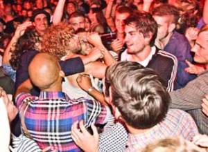 Reptile & Retard var ikke bange for en omgang crowdsurfing.