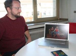 Tobias Trosse med PutPat på skærmen. Selv om musikanalen endnu ikke kan ses herhjemme, kan den godt have værdi for danske grupper.