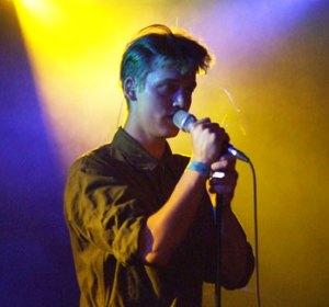 Asbjørn - personligt udtryk på scenen i både sang og bevægelse.