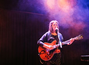 Broken Twin tager på månedlang Europaturné. Her ses hun under SPOT Festival 2013. Foto: Peter McNally.