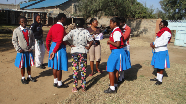 2015-28 SFG girls hand over report cards to Julia
