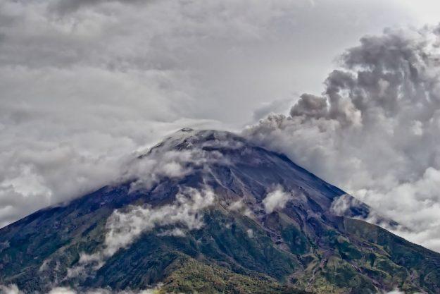 Vulkan Tungurahua-II