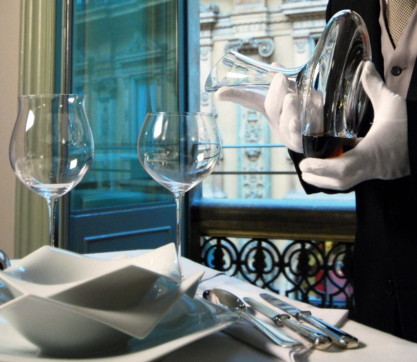 Hotel butler service: how it works and benefit from it