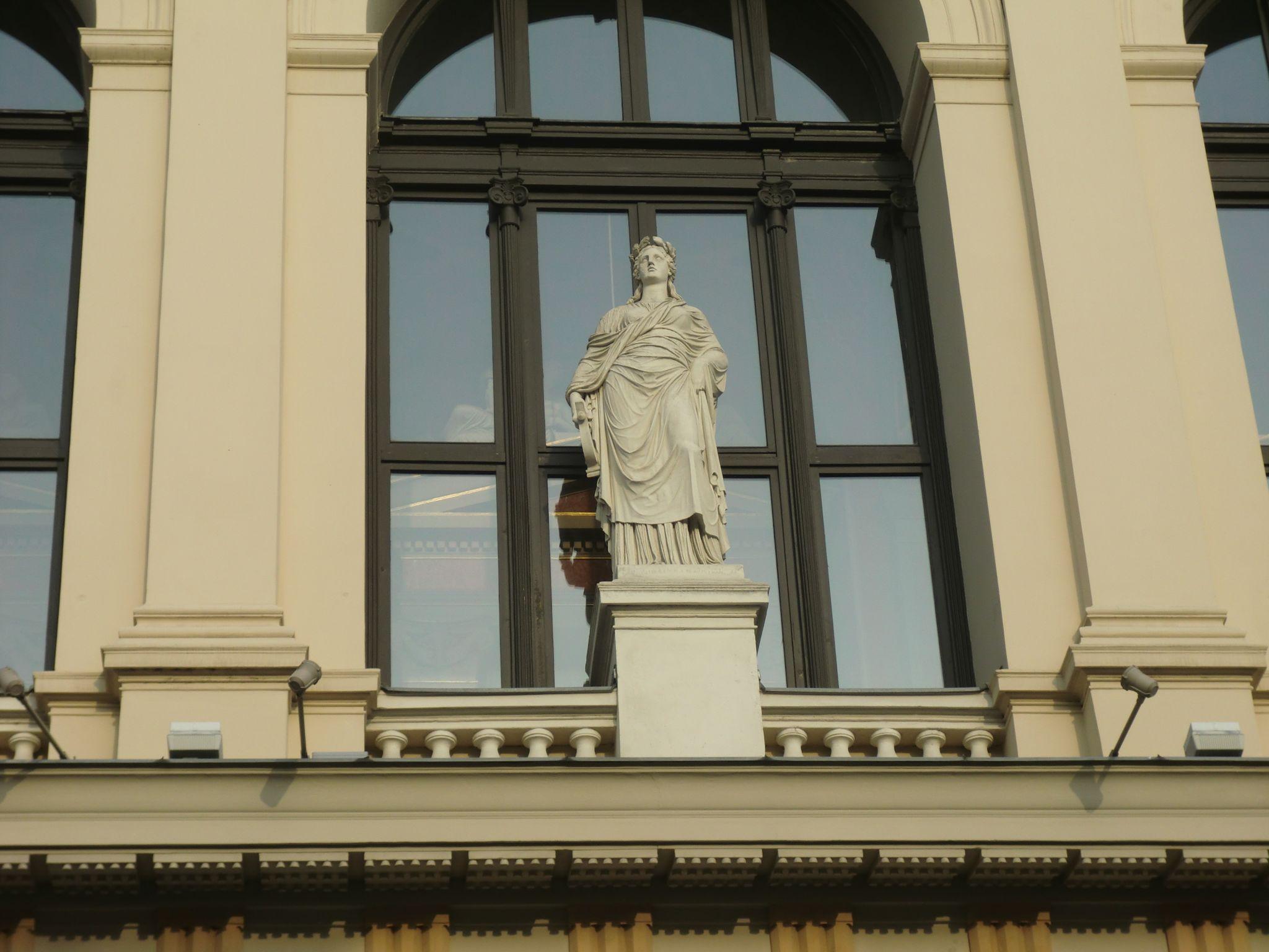Vienna Opera 10 1440x1080 - Vienna: elegant beauty