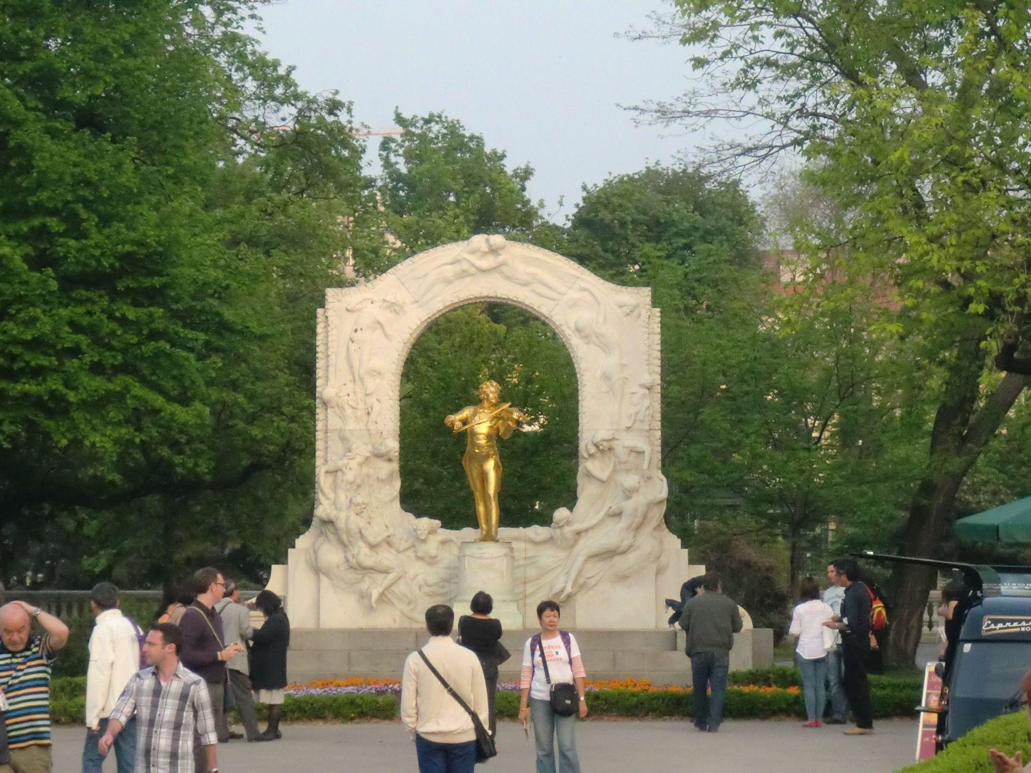 Vienna park 11 1440x1080 - Vienna: elegant beauty