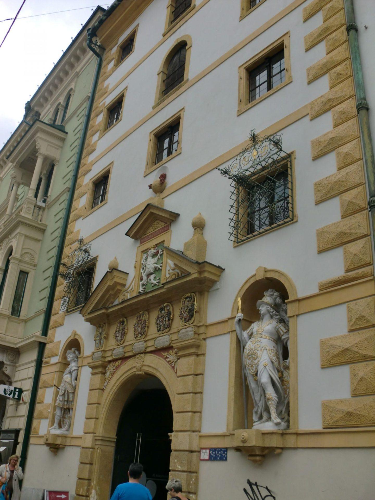 Graz museum entrance 2 - Graz: tradition and modernity
