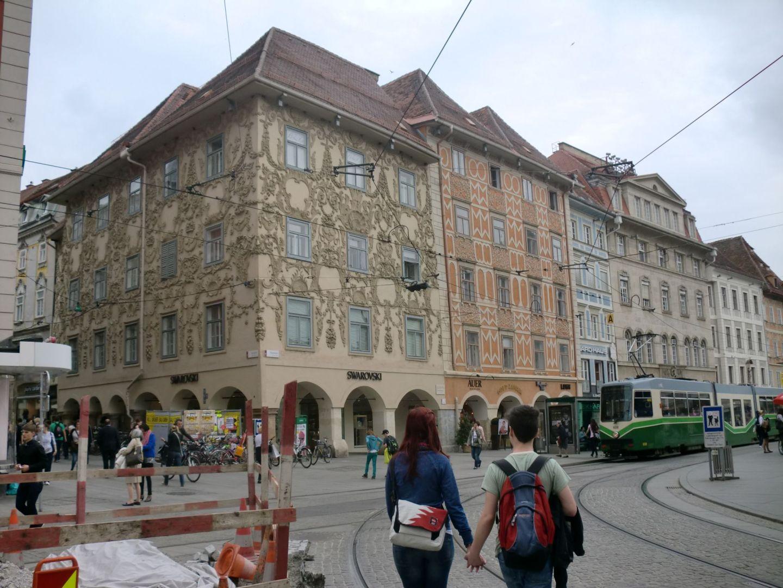 Graz square 1 - Graz: tradition and modernity