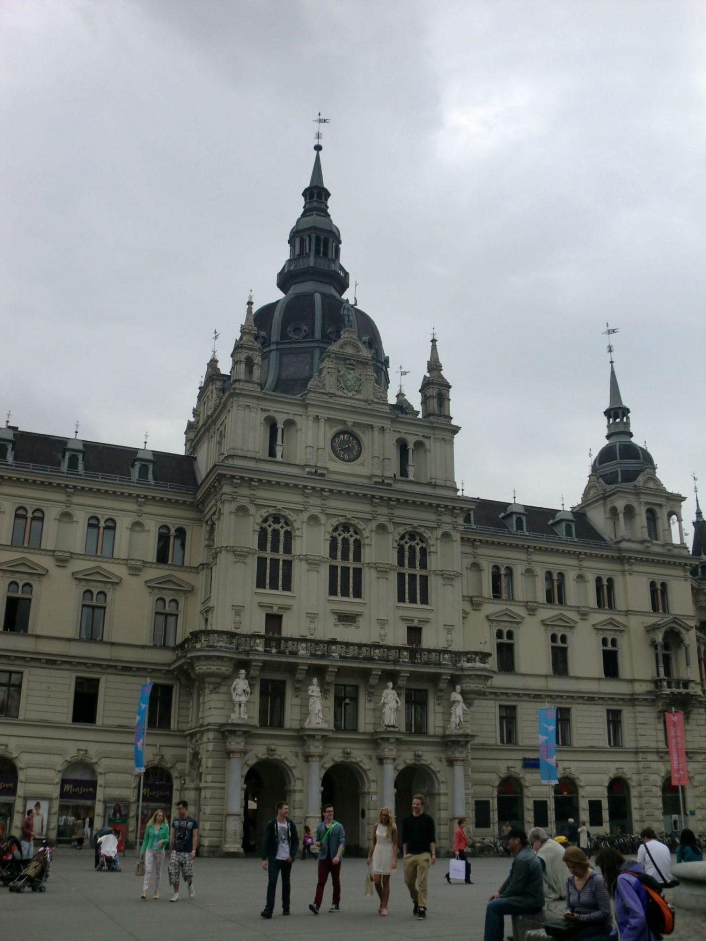 Graz square 5 - Graz: tradition and modernity