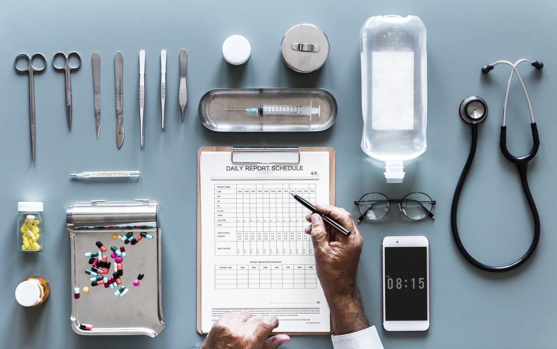 Medicinali da portare in viaggio: la lista completa