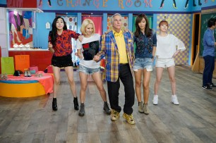 """BETTER LATE THAN NEVER -- """"Seoul"""" Episode 103 -- Pictured: Henry Winkler -- (Photo by: Paul Drinkwater/NBC)"""
