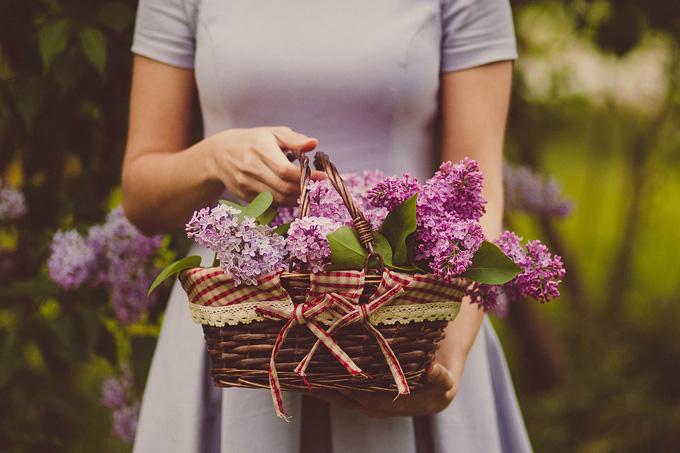 Korb Blumen Frau