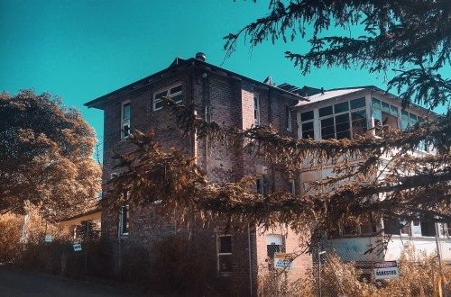 Exploring the old Abandoned Waterfall Sanitorium