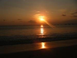 Coucher-de-soleil-Lovina_Bal