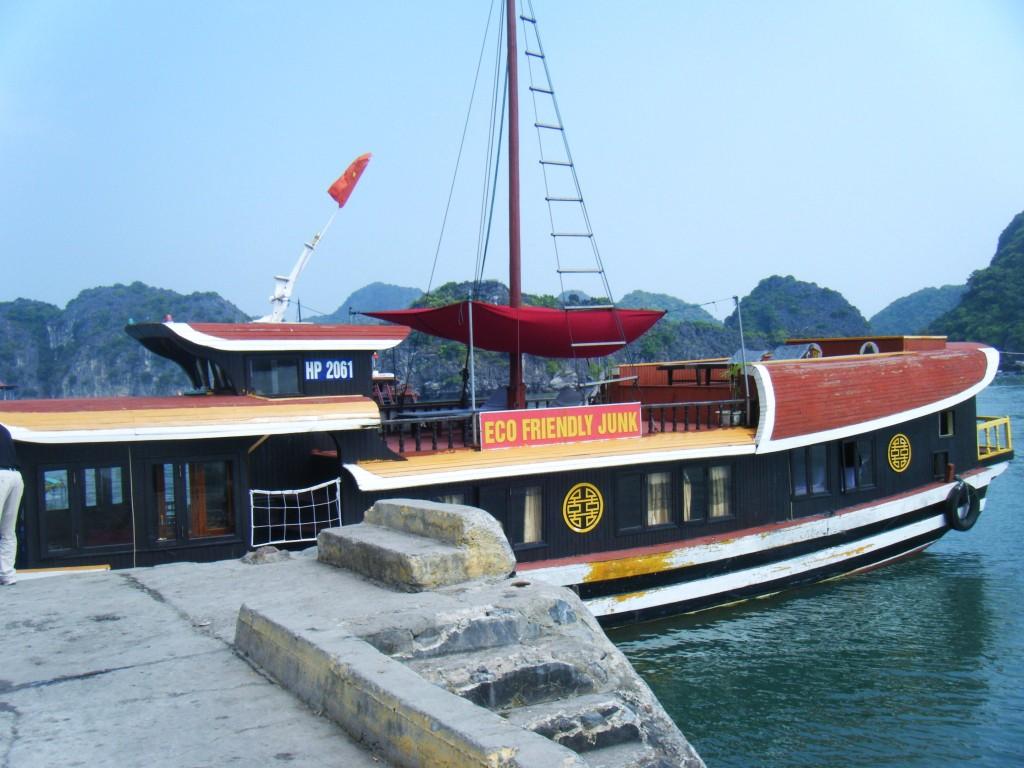 Jonque-Baie-dAlong-vietnam