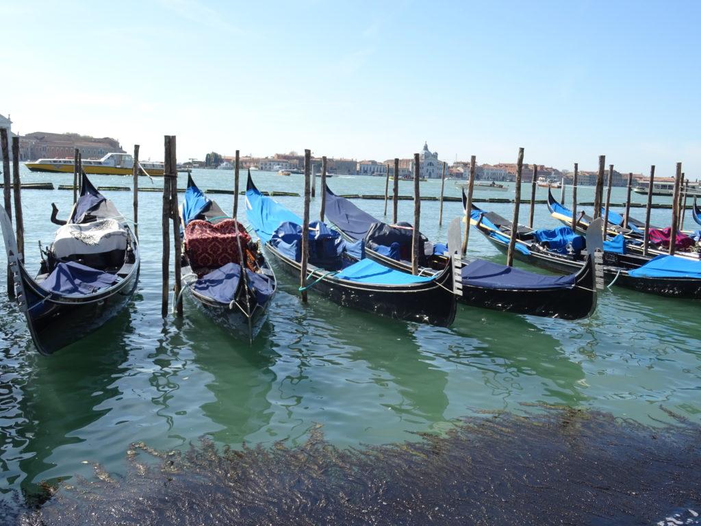 Gondoles à Venise en Italie