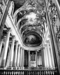 interior-dramatic-ceiling-pillars-architecture-versailles-black-white-chuck-kuhn