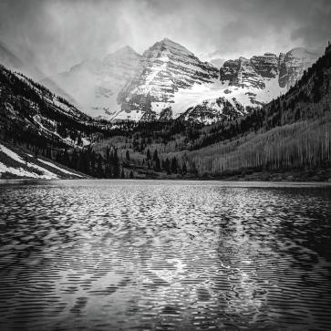 maroon-bells-black-and-white-1x1-elk-mountain-colorado-landscape-gregory-ballos