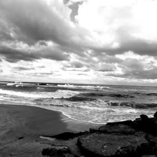Ocean-Tide-in-Black-White-Santoro