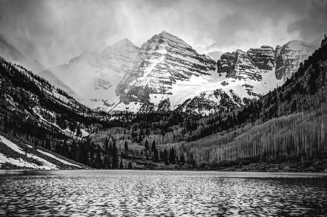 maroon-bells-cloudy-mountain-landscape-black-and-white-wall-art-gregory-ballos