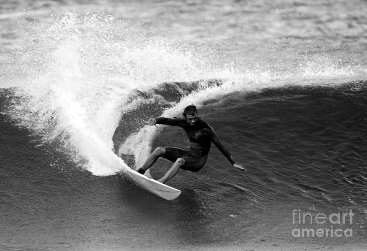 shane-surf-carving-in-black-and-white-paul-topp