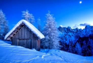 winter-night-mountain-landscape_799747941