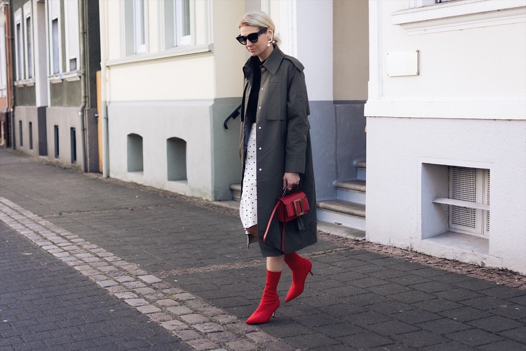 Polka Dot Skirt and a Mnago Trenchcoat Styling Tipps