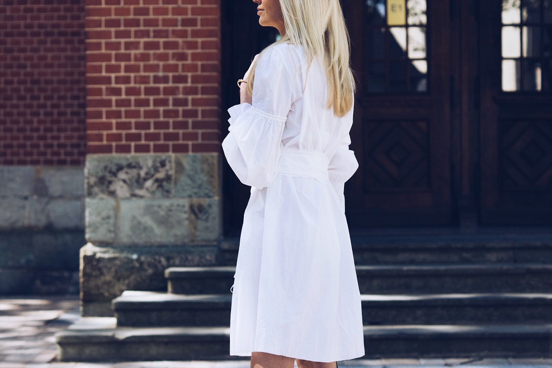 How to wear a white cotton dress
