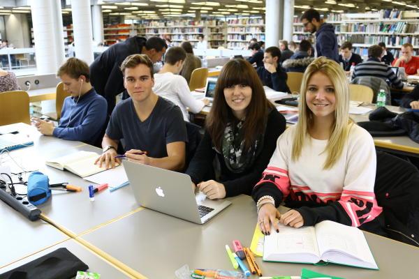 Студенты университета Санкт-Галлена