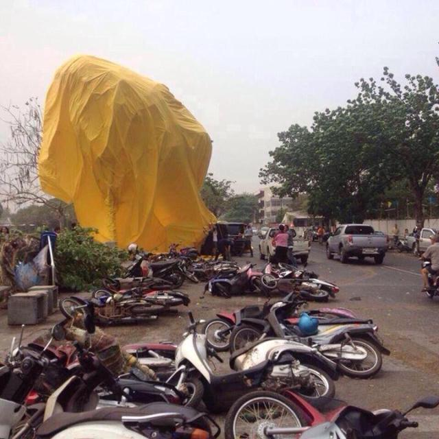 Udon Thani duck crashed into motorcycles
