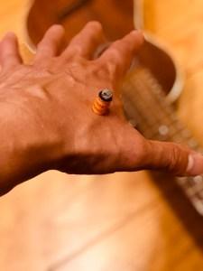 手の合谷というツボにお灸を据える