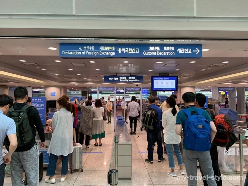 仁川国際空港で出国手続きを済ませる