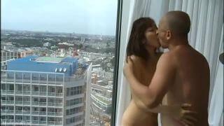 ハゲ男と熟女妻がW不倫でお互いの舌を貪り合う!!欲望のままにベロチューセックス