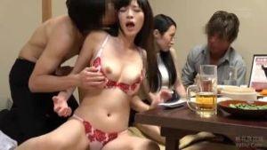 両親に子供を預けたさらさんとみずきさんの相席居酒屋乱交セックス!!
