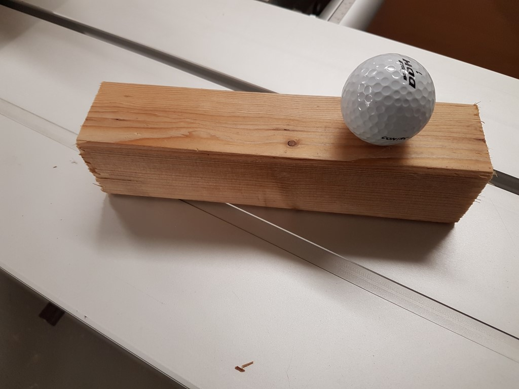 kantholz-mit-golfball