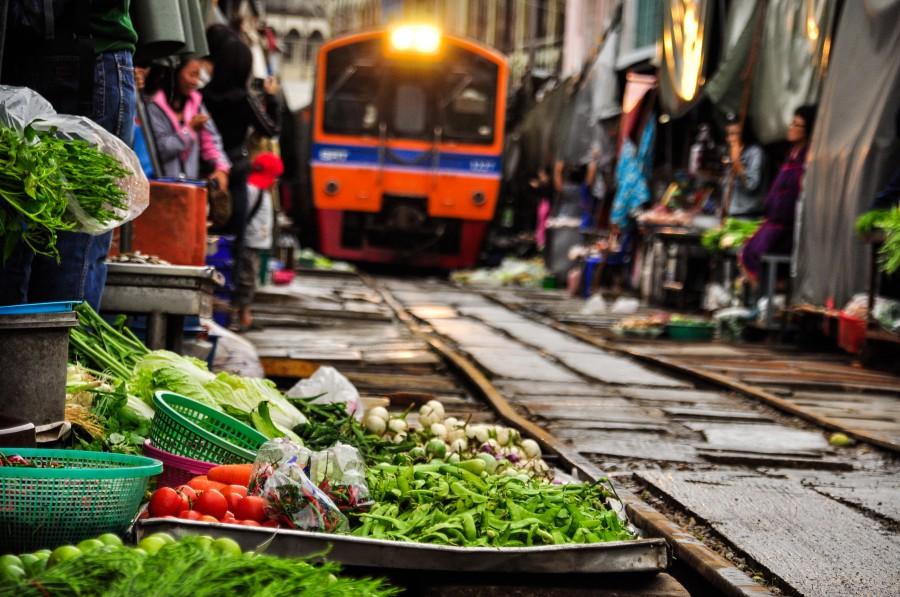 泰国必做 铁道市集