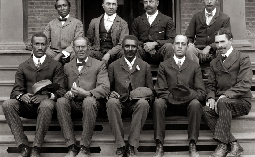 George Washington Carver (front row, center) poses with fellow staff members at the Tuskegee Institute (now known as Tuskegee University) located in the U.S. state of Alabama. (1902, Library of Congress)