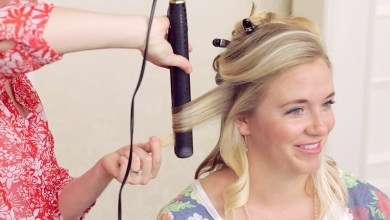 Demonstration on how to use a flat iron to get curls