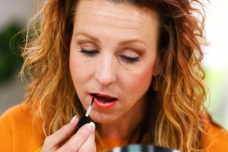 Anna K applying long-lasting lipstick