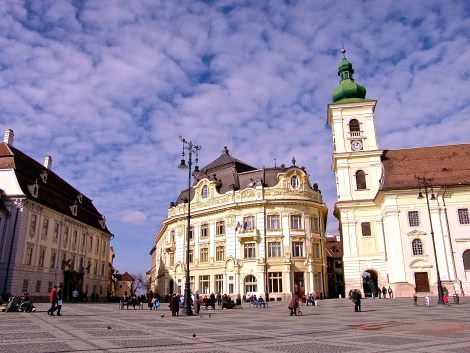 townhall_and_tourism_info_next_to_roman_catholic_church_in_sibiu_20141217_1358418097