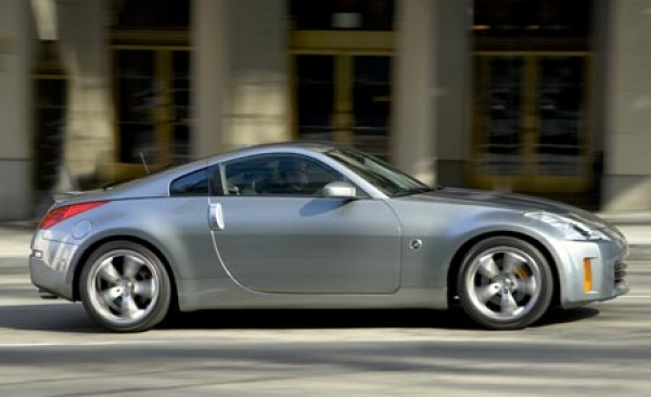 2007_nissan_350z_car_news_gallery_2007_nissan_350z_coupe_image_0021_gallery_image_large.jpg