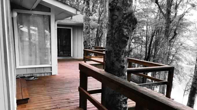 Mid Centery Modern Ranch Deck
