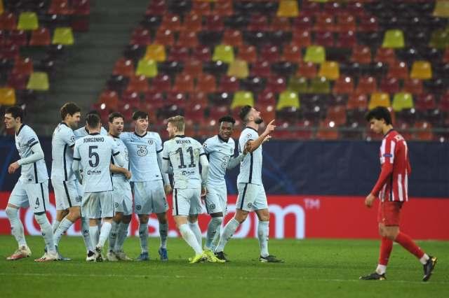 Chelsea-players-celebrate-goal