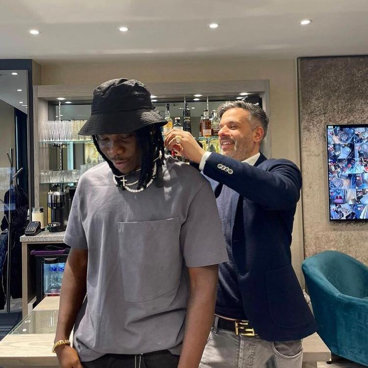 Stonebwoy Acquires Expensive Jewelry From UK's Top Jeweler Frost