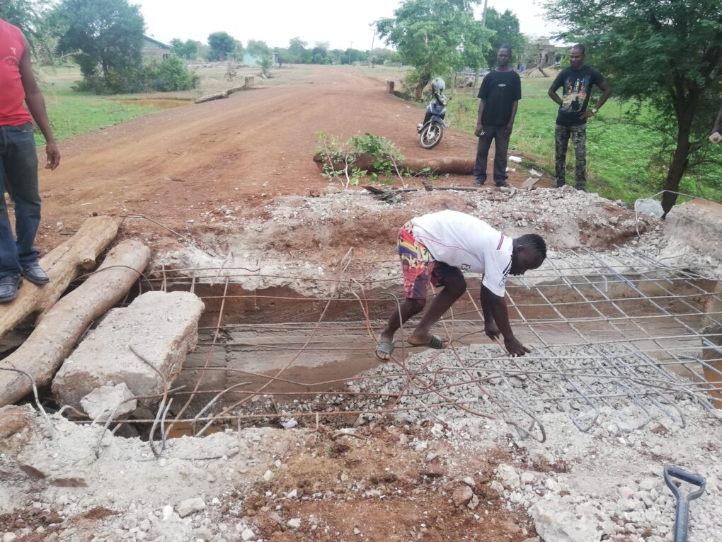 Neglected: Residents Of Sirigu Contribute To Fix Road That Has Been Neglected For Years