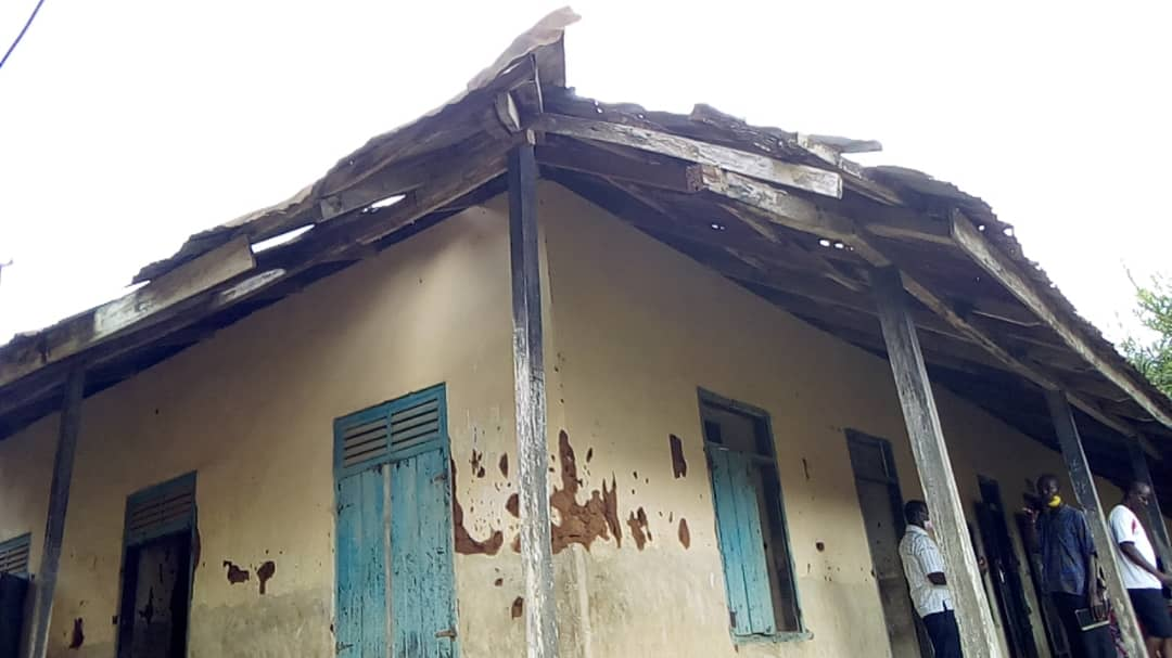 E/R: 100-year-old deplorable school building endangers lives of teachers and students