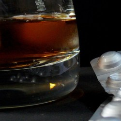 mixing alcohol and drugs, alcohol use, alcohol abuse, alcohol and opioids