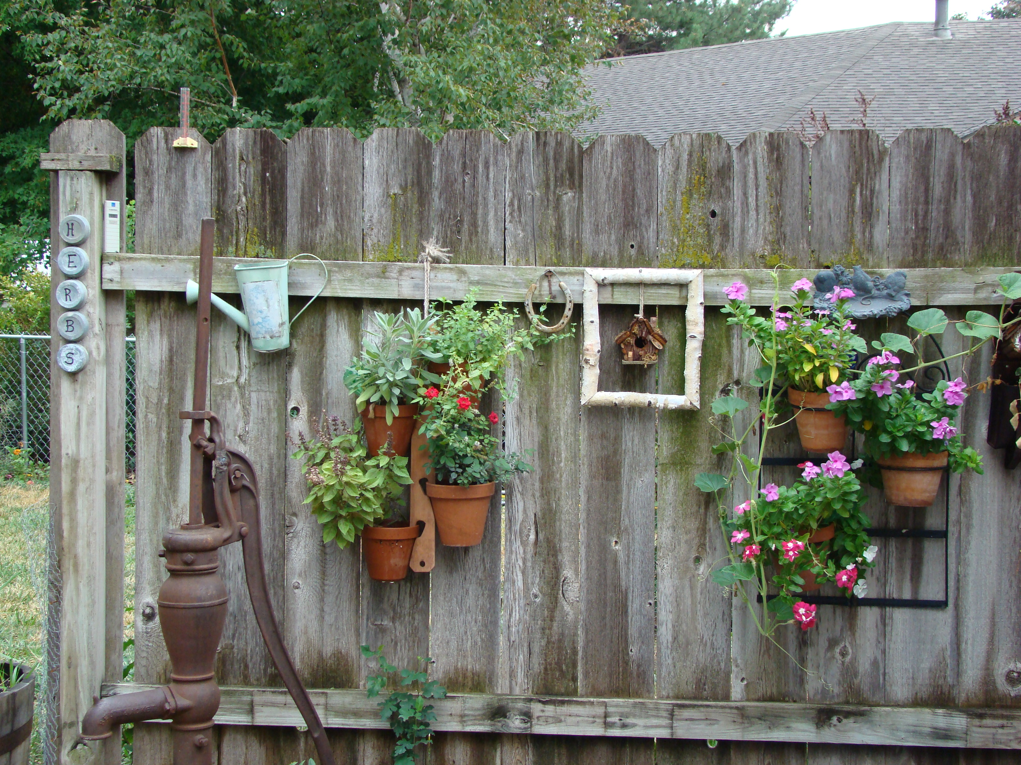 Garden Fence Decor Ideas To Bring Whimsy To The Dull
